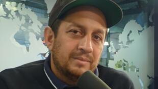 Julio Hernández Cordoón en los estudios de RFI