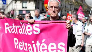 Manifestação de aposentados, em Paris.