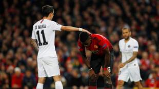 Mchezaji wa PSG Angel Di Maria (kushoto) na nyota wa Manchester United Paul Pogba.