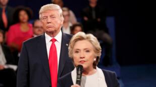 Дональд Трамп и Хиллари Клинтон во время предвыборных теледебатов