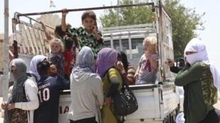 Des familles ont fui Sinjar, à l'ouest de Mossoul, pour se réfugier dans la province de Dohuk, le 4 août 2014.