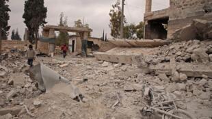 علیرغم اعلام آتش بس در سوریه، نهادهای غیر دولتی حاضر در این کشور میگویند که طی ۲۴ ساعت گذشته دهها غیر نظامی و دهها نظامی و در استان اِدلِب کشته شدند.