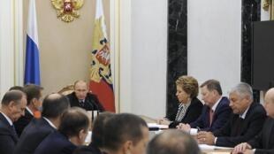 Tổng thống Nga Vladimir Putin chủ trì cuộc họp Hội đồng An ninh Quốc gia - REUTERS /Mikhail Klimentyev