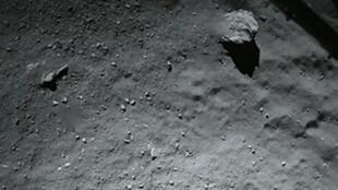 La surface de la comète Chury prise en photo par le robot Philæ, le 12 novembre.