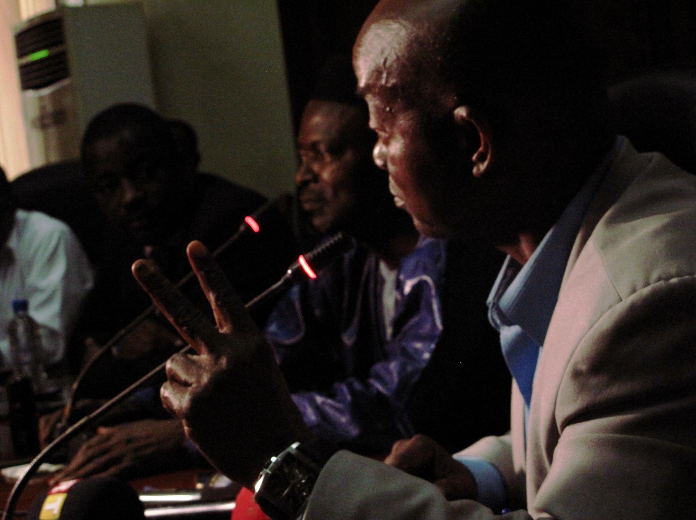 De droite à gauche, Aboubacar Soumah, le médiateur de la République Mohamed Saïd Fofana et le ministre d'Etat conseiller à la présidence Tibou Kamara à l'ouverture des négociations ce mercredi 28 février 2018