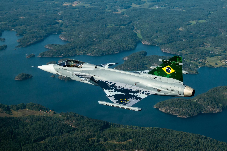 Imagem do voo inagural do primeiro Gripen brasileiro, em Estocolmo, na Suécia