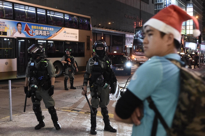 Manifestantes não deram trégua em Hong Kong durante celebração do Natal.