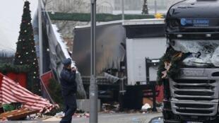 O caminhão do ataque foi retirado do local nesta terça-feira (20).