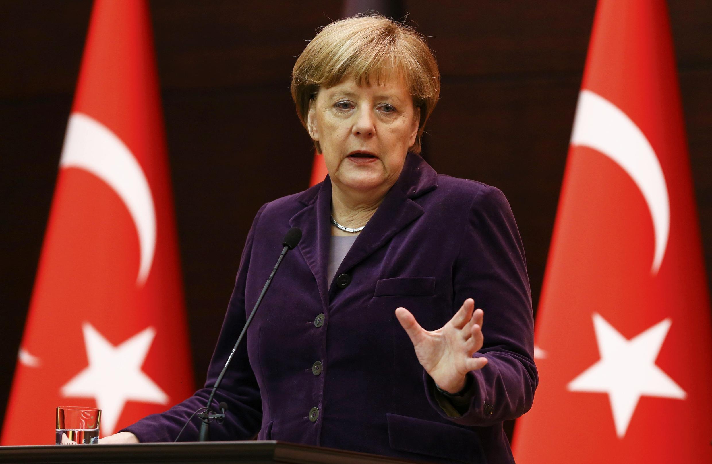 Thủ tướng Đức Angela Merkel trong buổi họp báo chung với Thủ tướng Thổ Nhĩ Kỳ Ahmet Davutoglu tại Ankara, ngày 08/02/2016.