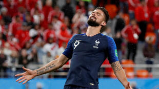 Olivier Giroud après une occasion ratée face au Pérou lors du deuxième match des Bleus au Mondial 2018. Le 21 juin.