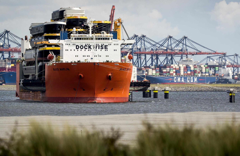 L'activité du port de Rotterdam au ralenti à cause de l'atonie des échanges avec la Chine touchée par le coronavirus.