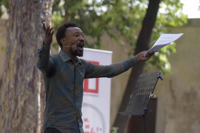 Noël Minougou dans « Les Sans » d'Ali Kiswinsida Ouédraogo dans le cadre de « Ça va, ça va le monde ! » 2017 de RFI.