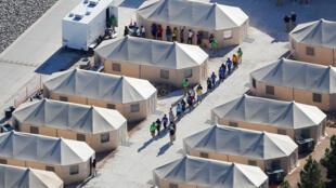 Vista aérea de um centro em Tornillo, Texas, na fronteira mexicana, onde milhares de crianças estão retidas. (19/06/18)