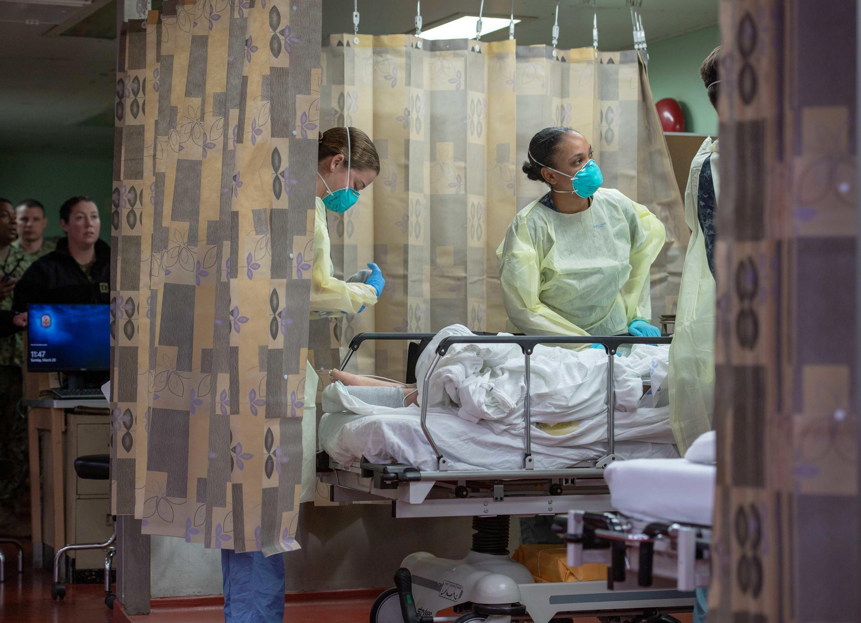 دکترآنتونی فاوچی، مدیر مؤسسه ملی آلرژی و بیماریهای عفونی آمریکا، روز یکشنبه ۱۰ فروردین/ ۲۹ مارس ۲۰۲۰، احتمال شمار قربانیان ویروس کرونا در آمریکا را ۱۰۰ تا ۲۰۰ هزار نفر برآورد کرد