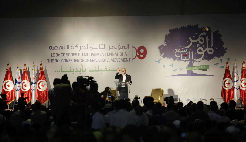 Rached Ghannouchi, le leader d'Ennahda, à la tribune pour l'ouverture du congrès du parti islamiste, le 12 juillet 2012.