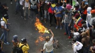 'Yan adawa sun datse hanyoyi a yayin gudanar da zaben wakilan sake rubuta kundin tsarin mulki a Venezuela