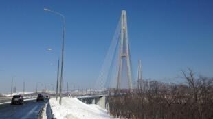 Мост на остров Русский. Владивосток, март 2018 г.