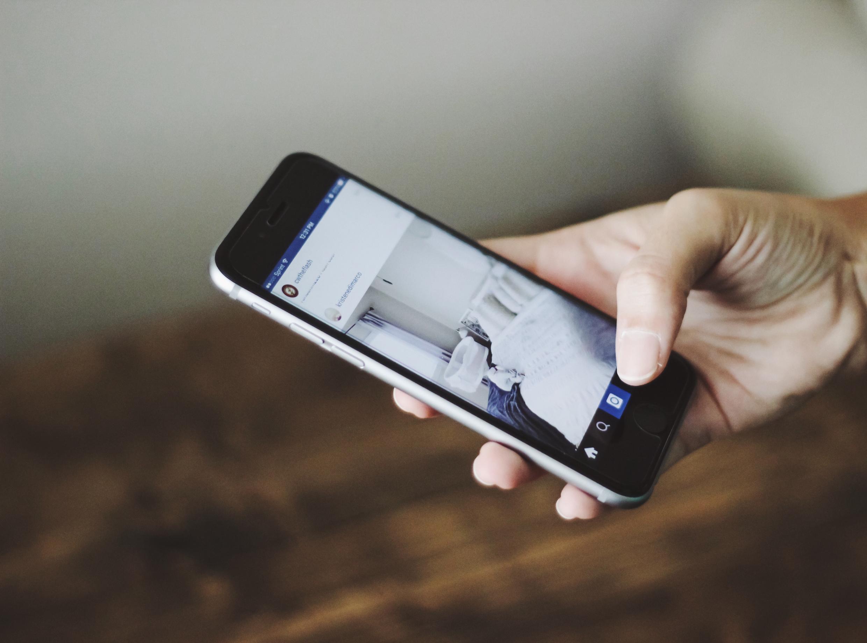 Три четверти французов в возрасте 18-34 лет выбирают, куда отправиться в путешествие, исходя из картинок в своих лентах в соцсетях