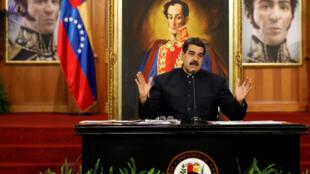 Presidente Nicolás Maduro discursa no palácio presidencial, em frente a retratos de Simón Bolívar, em outubro de 2018.