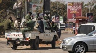 Des policiers zambiens ont traversés la frontière pour pousuivre des mineurs congolais vendant illégalement du cuivre (image d'illustration).