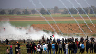 IDF throws tear gas into Palestinian protesters at Gaza, March 1, 2019