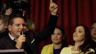 Fabricio Alvarado, candidato del partido conservador Restauración Nacional, da un discurso tras encabezar primera vuelta de elección presidencial en Costa Rica