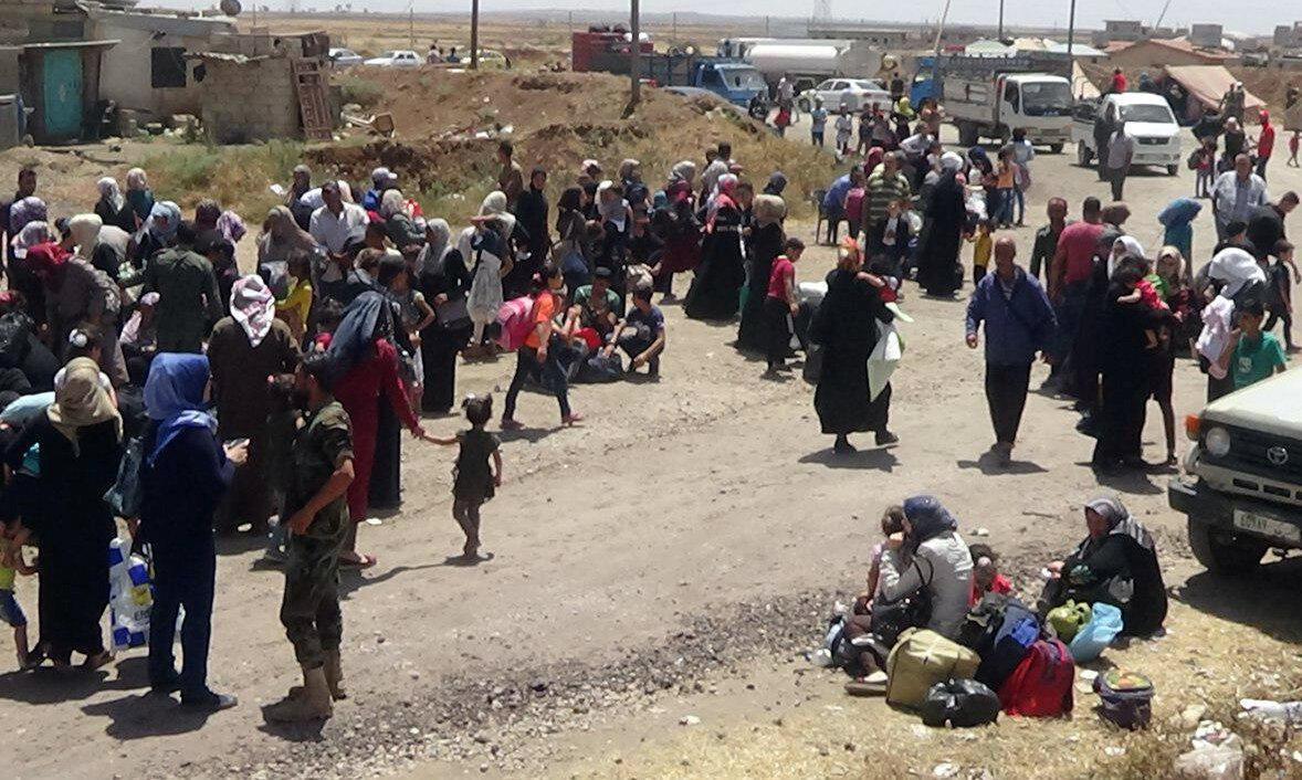 مردم غیر نظامی استان درعا از بمباران ها فرار می کنند