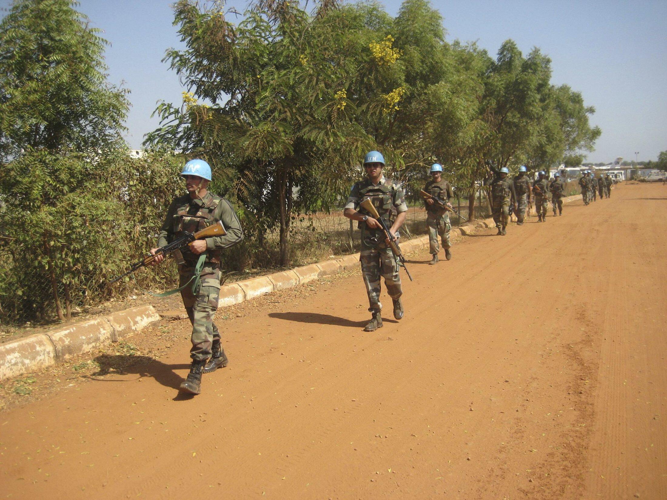 Patrouille de casques bleus aux alentours de Juba, le 16 décembre 2013.