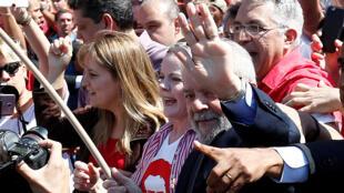 Lula chega para depoimento em Curitiba.