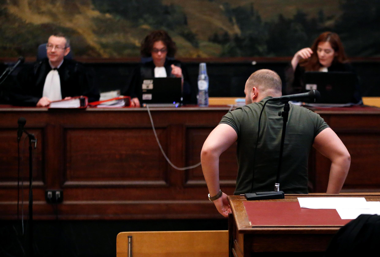 Один из подозревамых на заседании по делу о джихадистах из Вервье, Дворец правосудия, Брюссель, 9 мая 2016 г.