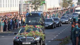 Đoàn xe chở linh cữu cố tổng thống Uzbekistan Islam Karimov về quê an táng, Tachkent, ngày 03/09/2016