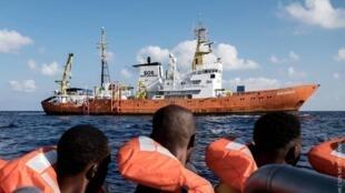 六月初,意大利和马耳他曾拒绝移民救援船入港