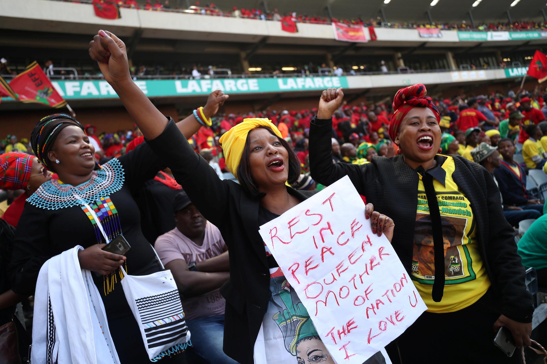 Estádio de Orlando ficou lotado para o funeral de Winnie Mandela.