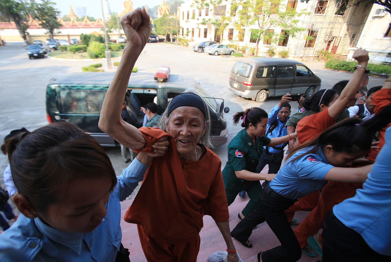 Người dân bị trưng thu đất đai đến dự phiên tòa phúc thẩm ngày 26/01/2015.