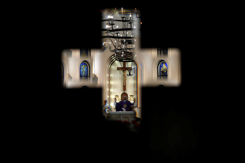 Giáo dân ở Jordani dự thánh lễ tại Nhà thờ Công giáo Latinh ở thành phôe Fuheis, gần Amman, ngày 23/12/2018.