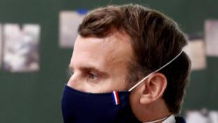Emmanuel Macron completa o terceiro aniversário de sua eleição à presidência contestado pela gestão da pandemia de coronavírus na França.