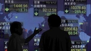 Ngày 12/08/2010, chỉ số Nikkei trung bình của chứng khoán Nhật giảm xuống mức thấp nhất trong vòng 13 tháng nay, sau khi có các lo ngại về khả năng kinh tế thế giới phục hồi, với việc đồng đô la xuống giá thấp nhất kể từ 15 năm nay so với đồng yên.
