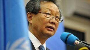 Le représentant de l'ONU Young-jin Choi  à Abidjan, le 20 décembre 2010.