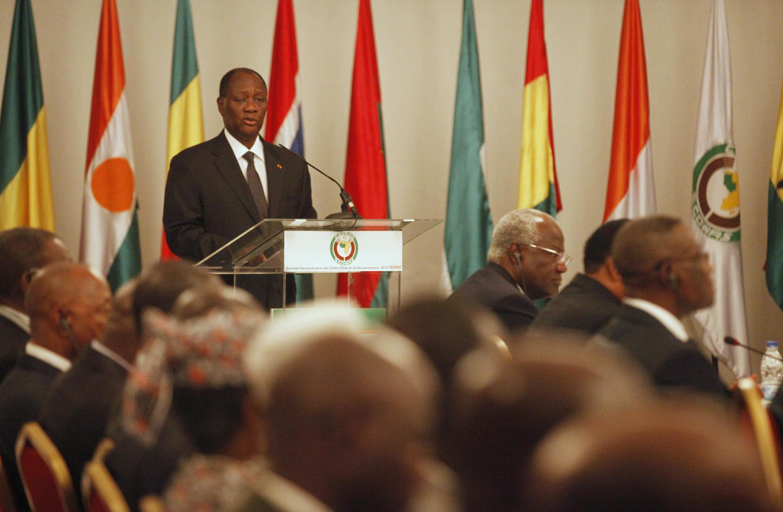 Shugaban kungiyar ECOWAS Alassane Ouattara a lokacin da yake jagorantar taron gaggawa game da kasar Mali.