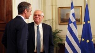 Le Premier ministre grec Kyriakos Mitsotakis et le haut représentant de l'Union européenne pour les Affaires étrangères et la politique de sécurité Josep Borrell à Athène le 24 juin 2020.