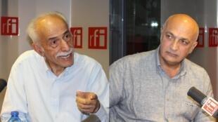 جواد جواهری (سمت راست) و عبدالکریم لاهیجی در استودیو رادیو بینالمللی فرانسه
