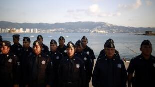 Les forces de l'ordre mexicaines photographiées en formation à Acapulco, le 4 décembre dernier.