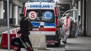 Na Polônia, como na França, as equipes médicas enfrentam a falta de desinfetates e alternativas estão sendo adotadas.