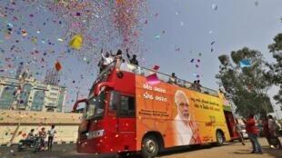 Partidários do partido do nacionalista hindu Narendra Modi, favorito nas eleições gerais da Índia.