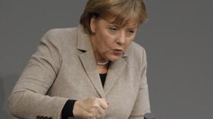 A chanceler alemã Angela Merkel pronuncia discurso no parlamento alemão, nesta quarta-feira.