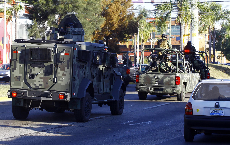 Des soldats mexicains lors d'une opération contre le cartel de Jalisco.