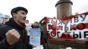 Manifestation de soutien aux médecins à Moscou, le 2 novembre. «Arrêtez l'effondrement de la médecine de Moscou», peut-on lire sur la banderole.