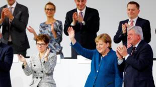 Thủ tướng Đức Angela Merkel (áo xanh) tại đại hội đảng Liên Minh Dân Chủ Thiên Chúa Giáo CDU tại Hamburg, ngày 07/12/2018.