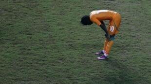 L'Ivoirien Gervinho, seul au milieu de la pelouse du Stade de Libreville.