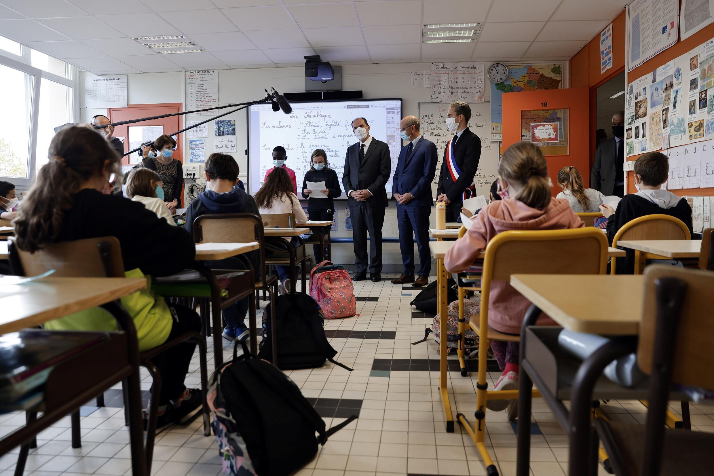 Momento de emoção nas escolas em França à memória do professor assassinado